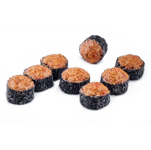 Чёрный ролл с тар-таром из лосося