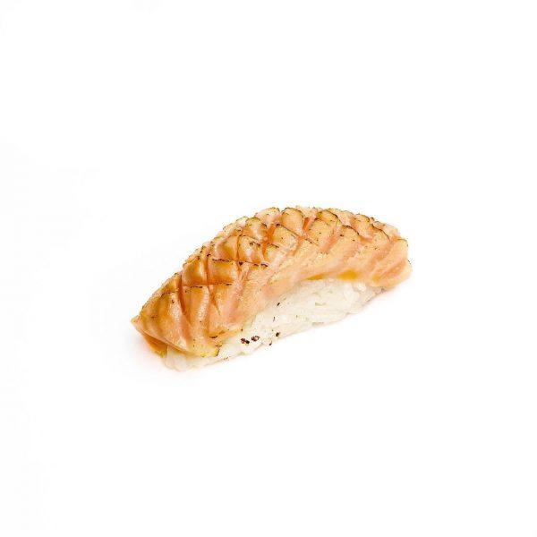 Нигири с лососем гриль